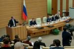 Neue Grundlagen des Dialogs und allgemeine Inhalte der politischen Lexik